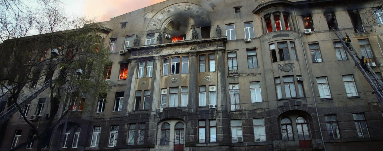 Політравми і отруєння чадним газом: медики розповіли про стан потерпілих внаслідок пожежі в Одесі