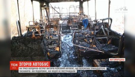 Рейсовый автобус с пассажирами загорелся на ходу на Житомирщине