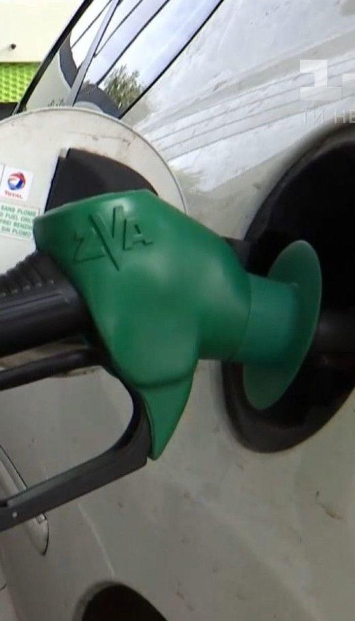 Дизельное топливо вместо бензина вливали в автомобили на одной из АЗС Николаева