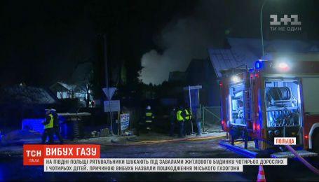 В Польше под завалами жилого дома спасатели ищут восьмерых людей
