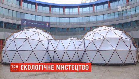 В Мадриде установили инсталляцию, которая воспроизводит уровень загрязненности воздуха