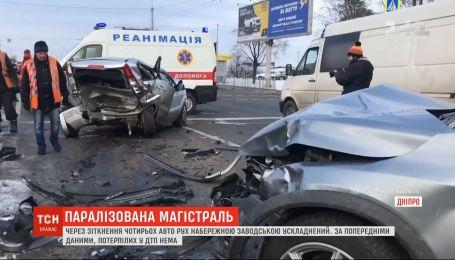Массовая авария парализовала движение одной из главных магистралей Днепра