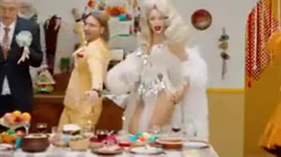 """""""Народне тріо"""" Потап, Винник та Полякова відірвалися у запальному кліпі """"Свят! Свят! Свят!"""""""