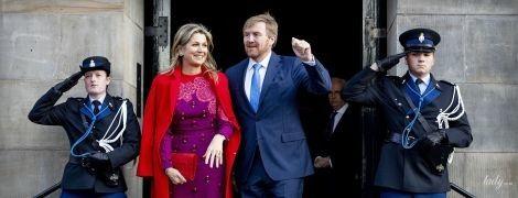 В ярком платье и красном пальто: королева Максима на церемонии в королевском дворце