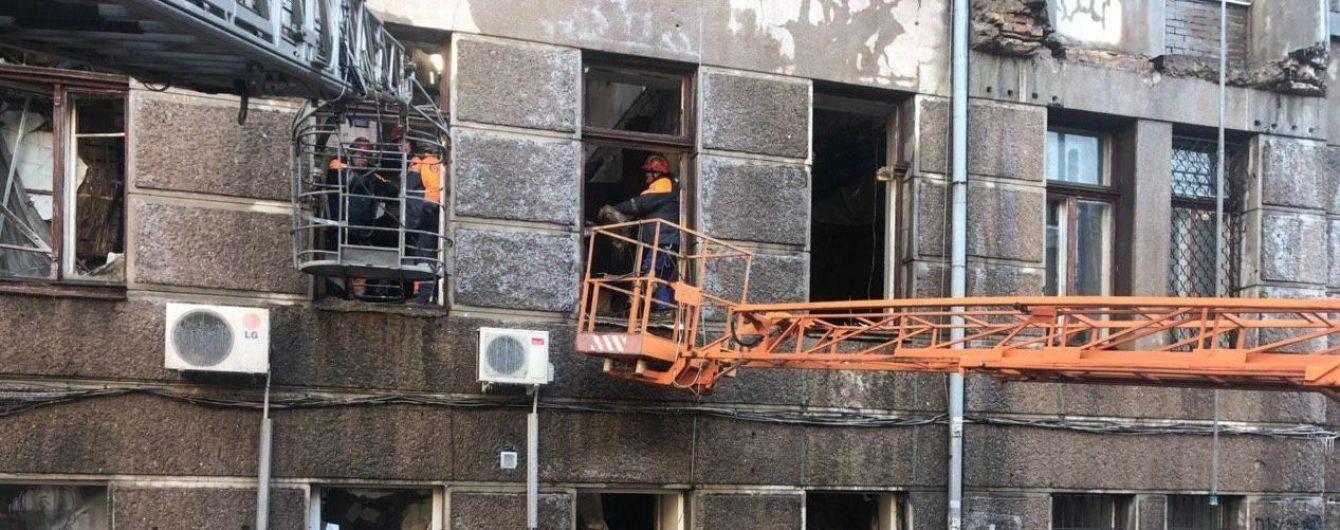 Пожарные ликвидировали огонь в колледже Одессе и начали разбирать завалы. В городе объявили траур