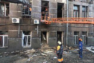 Пожежники ліквідували вогонь в коледжі Одесі та почали розбирати завали. У місті оголосили жалобу