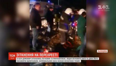 Возле Львова произошло ДТП с участием легковушки и микроавтобуса - 4 человека травмировались