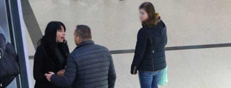 Мужчина посреди Днепра кричал и таскал за волосы женщину ради эксперимента: как отреагировали люди