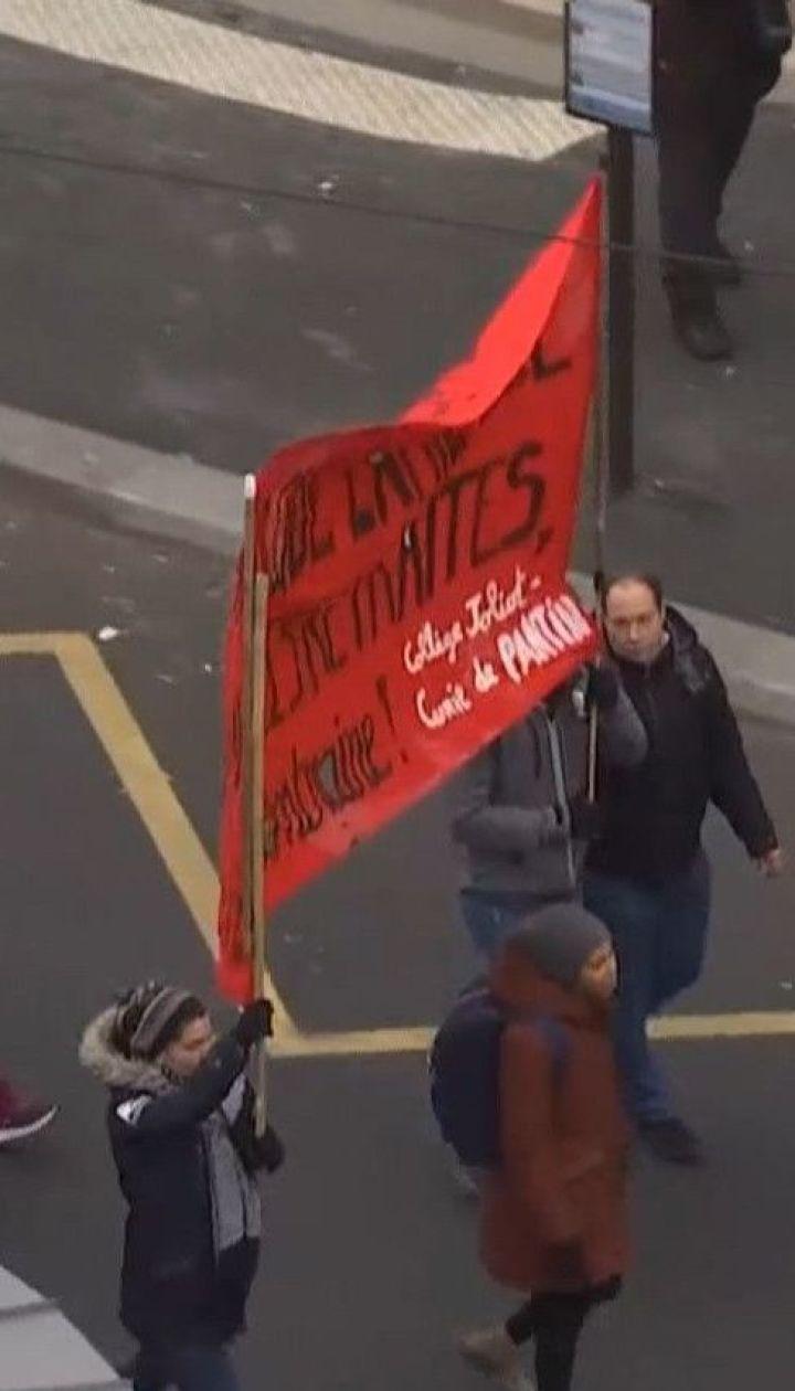 Французи влаштували масштабний стайк проти пенсійної реформи, запропонованої Макроном