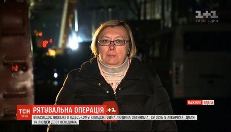 Спасатели зашли на второй этаж сгоревшего здания Одесского колледжа