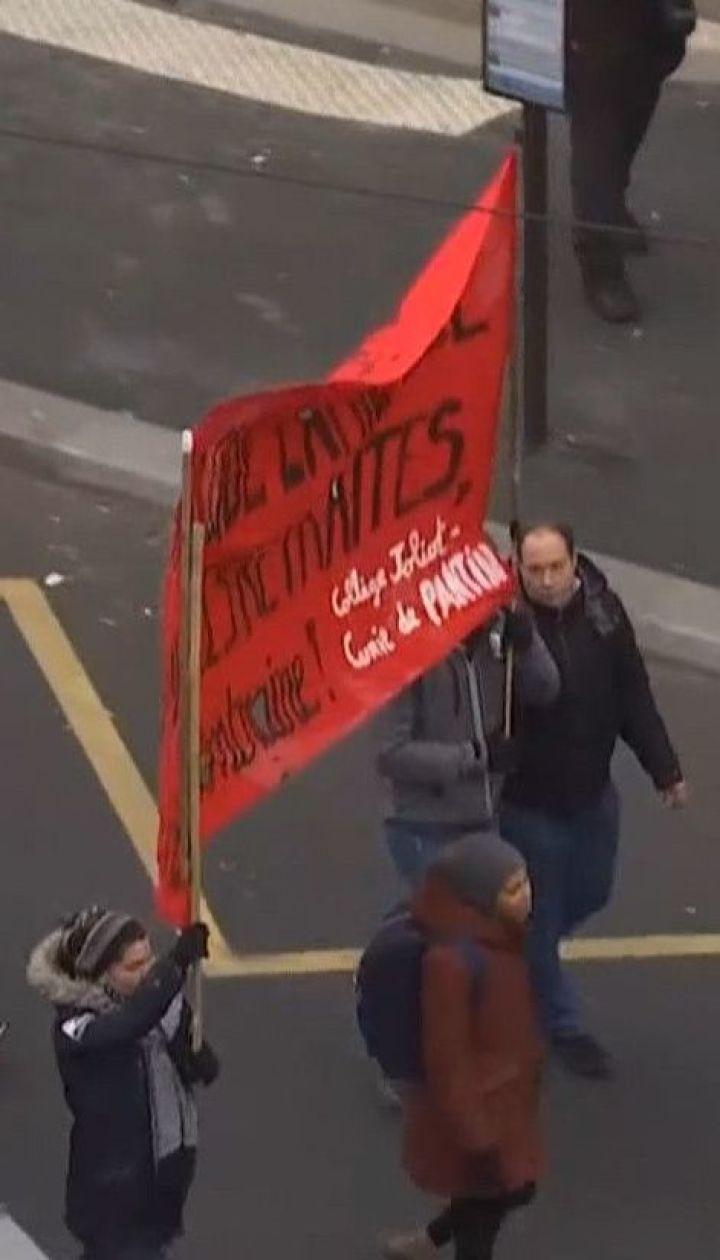 Французы устроили масштабный стайк против пенсионной реформы, предложенной Макроном