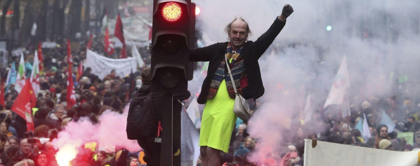 Страйк у Франції: на вулиці вийшли сотні тисяч людей, транспорт паралізовано, затримали майже 90 людей