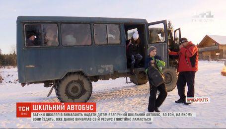 Ржавая крыша и потрепанные сиденья: почему на Прикарпатье старый грузовик возит школьников