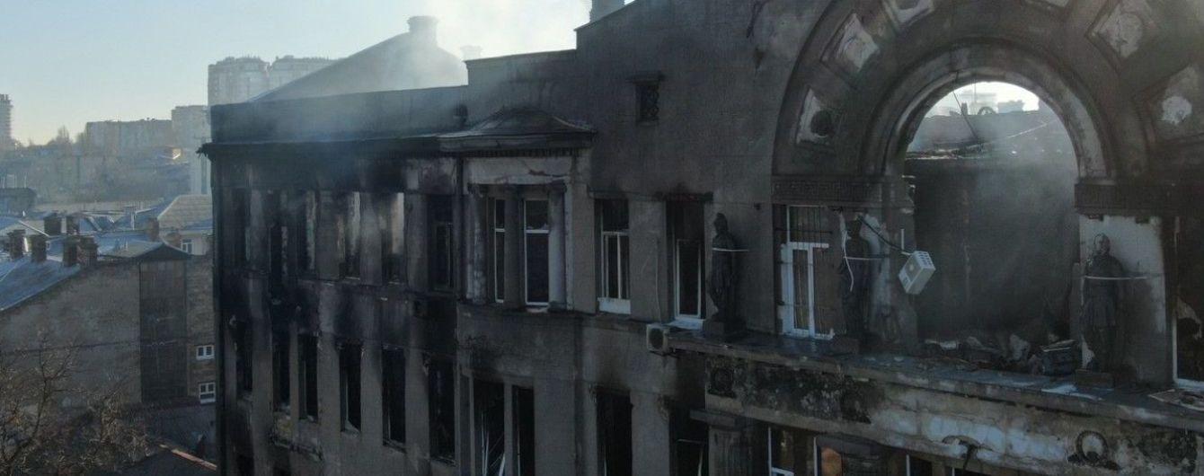 Стены здания сгоревшего одесского колледжа могут обвалиться. Их укрепят каркасом