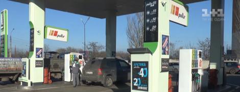Замість бензину залили дизель: чому сталася помилка на миколаївській АЗС та чи відшкодують людям збитки