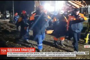 Жертв одеської пожежі вже двоє – рятувальники витягли з-під завалів жіноче тіло