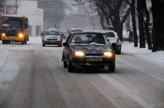 На Заході України перекривають дороги через обіцяний снігопад