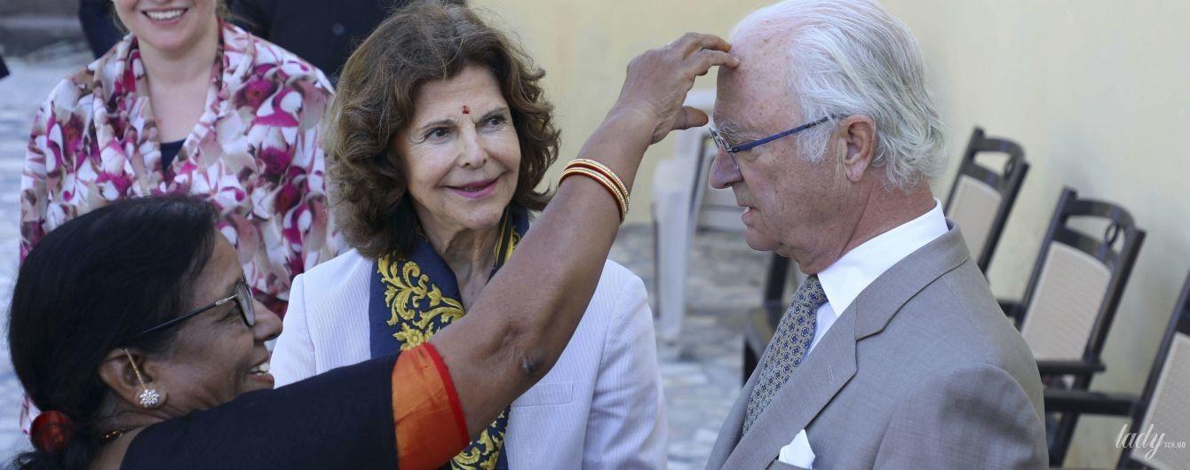 Нові фото з туру: королева Сільвія і король Карл Густав на службі в Індії