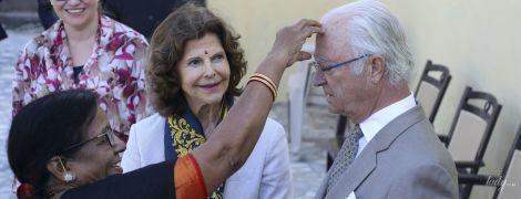 Новые фото из тура: королева Сильвия и король Карл Густав на службе в Индии