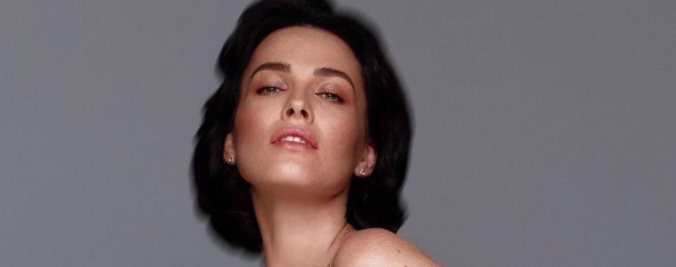 Скромно, но сексуально: Даша Астафьева в одном нюдовом боди снялась в фотосессии