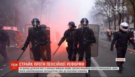 У Франції не вщухають протести проти запропонованої президентом пенсійної реформи