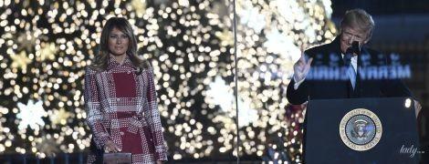 В красивом пальто и в хорошем настроении: Мелания Трамп зажгла огни на елке