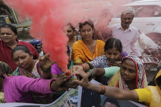 Індію збурило жорстоке зґвалтування та вбивство жінки. Тепер підозрюваних застрелили копи за незрозумілих обставин