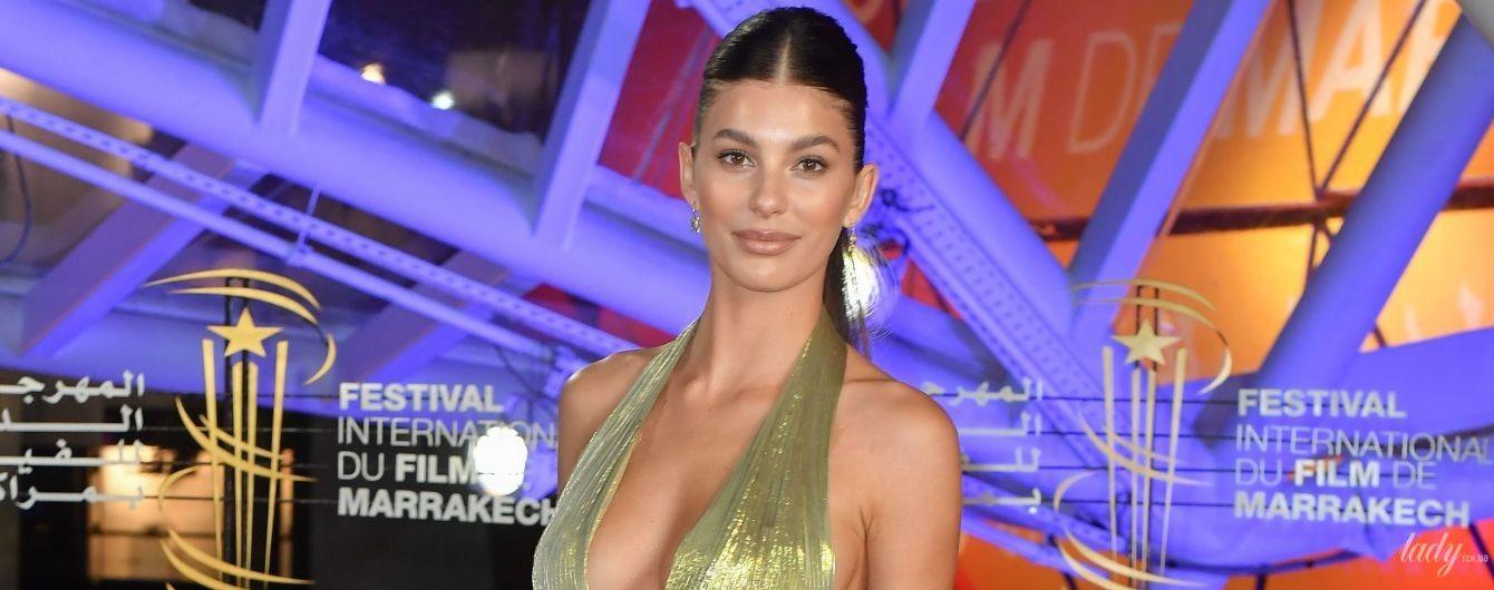 Подруга Ди Каприо - Камила Морроне - вышла на дорожку в платье с откровенным декольте