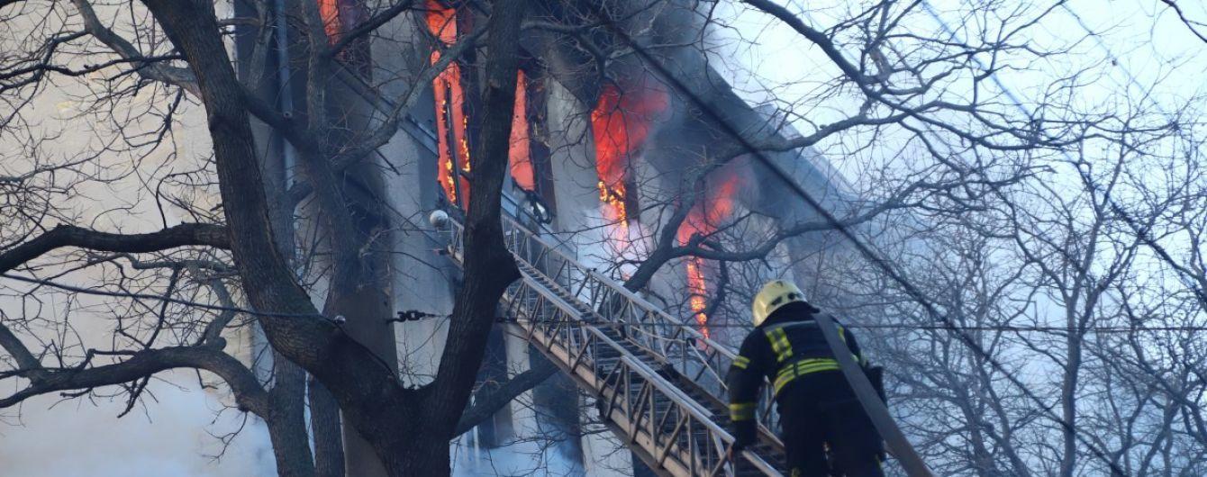 Под завалами сгоревшего в Одессе колледжа нашли тело третьего погибшего человека