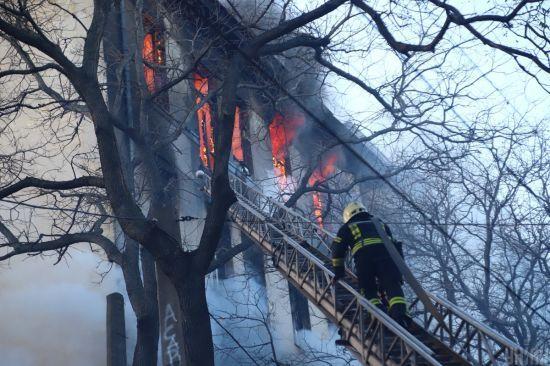 Під завалами згорілого в Одесі коледжу знайшли тіло третьої загиблої людини