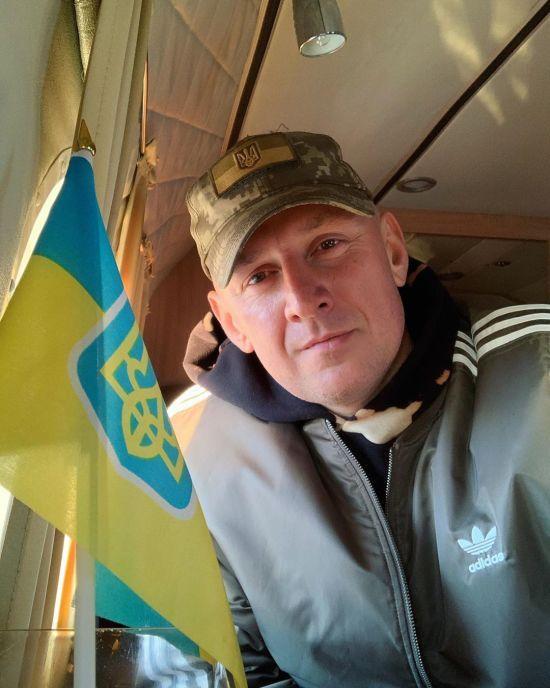 Потап у військовій кепці привітав українців з Днем Збройних Сил