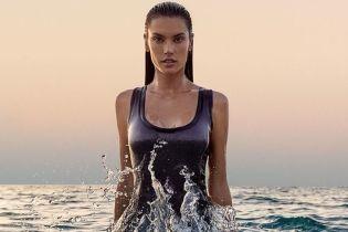 В мокрых платьях и не только: Алессандра Амбросио предстала в новом фотосете