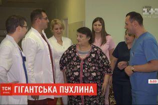 Львівські хірурги першими в Україні видалили гігантську 20-кілограмову пухлину