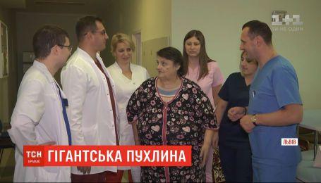 Львовские хирурги первыми в Украине удалили гигантскую 20-килограммовую опухоль