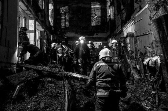 Десять загиблих, вісім зниклих безвісти і всеукраїнський день жалоби: головне про причини і наслідки пожежі в одеському коледжі