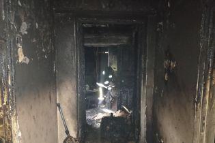 В Винницкой области из горящего дома спасли двоих детей и их родителей. Женщина находится в тяжелом состоянии