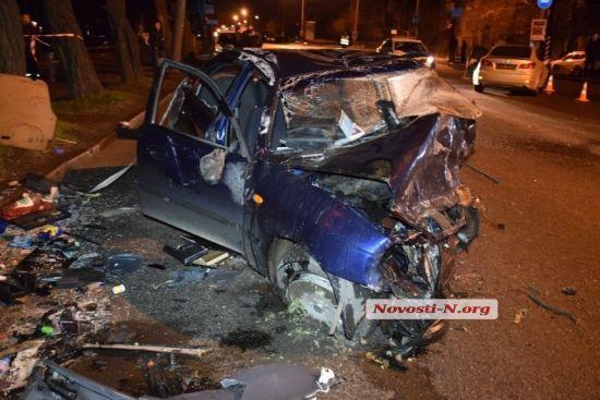 У Миколаєві загинули водій і пасажир таксі після ДТП з Lexus, який вилетів на зустрічну