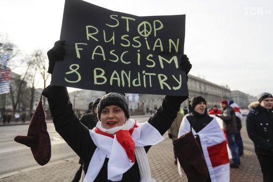 """На акції у Мінську роз'юшили ніс провокатору, який кричав """"Росіє, вперед"""""""