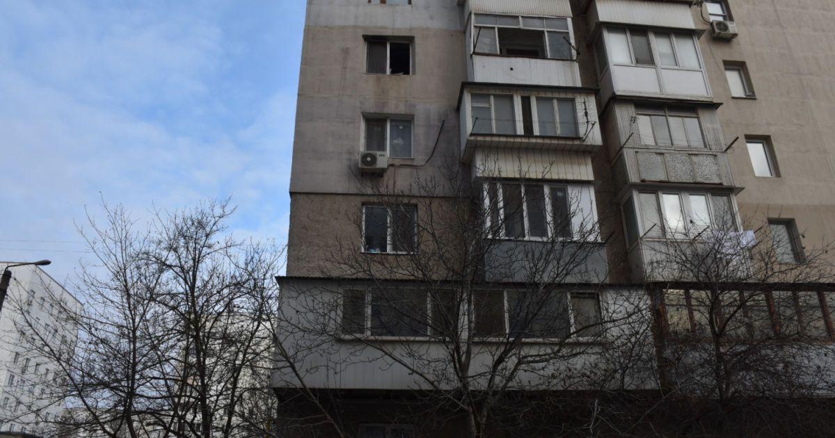 Находился в депрессивном состоянии: во Львове мужчина выпал с балкона восьмого этажа