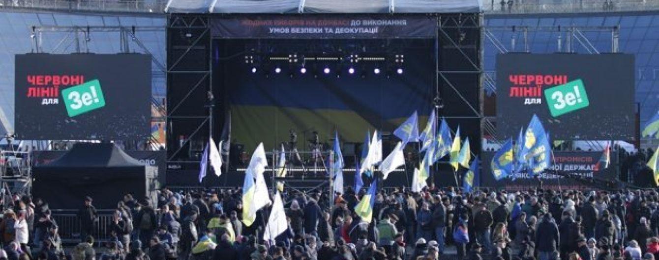 """На Майдане люди собрались на вече """"Красные линии"""" накануне """"нормандского саммита"""""""