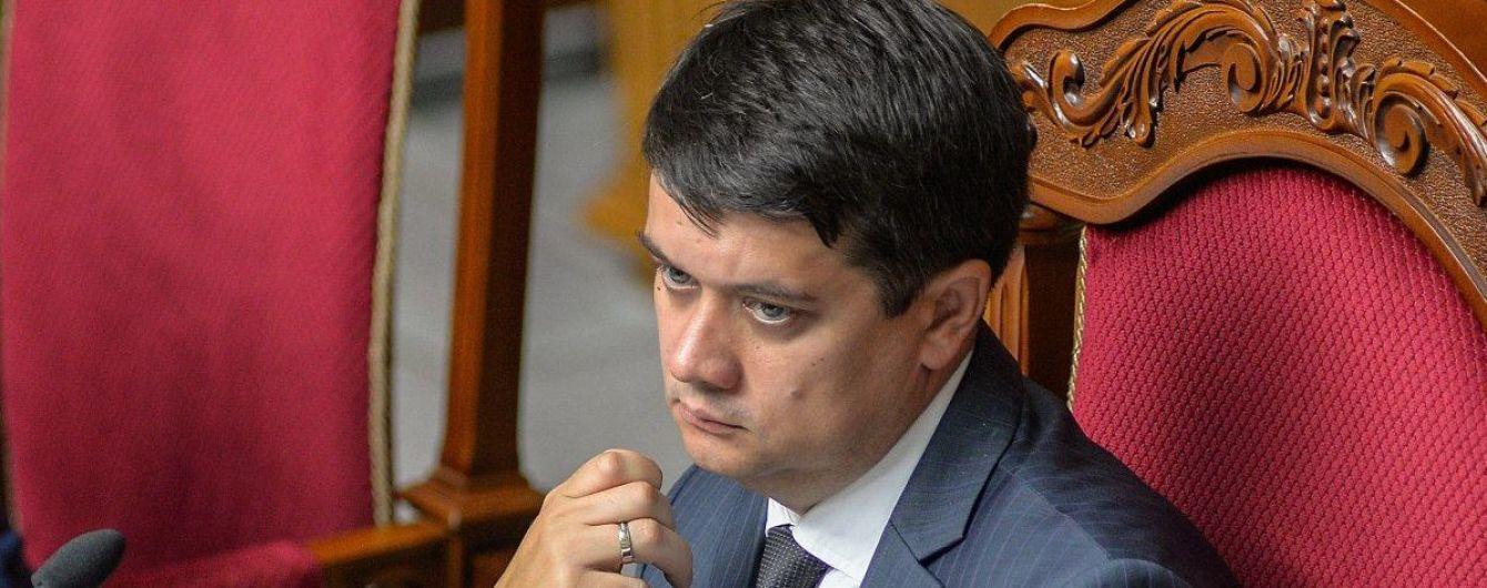 """""""Треба зберігати обличчя парламенту"""": Разумков прокоментував бійку """"слуг народу"""" Бужанського і Лероса"""