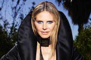 В жакете на голое тело и с чокером на шее: сексуальная Хайди Клум в новом фотосете