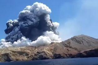 Убийственное извержение вулкана в Новой Зеландии: очевидцы опубликовали снятые с близка видео