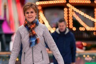 Играла на гитаре и каталась на коньках: первый министр Шотландии на рождественской ярмарке