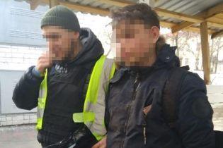 В Киеве 19-летний молодой человек изнасиловал 11-летнюю девочку и требовал у нее деньги