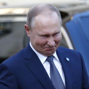 """""""Не может быть таких сравнений"""". В """"Слуге народа"""" прокомментировали пугалку Путина о """"Сребренице на Донбассе"""""""