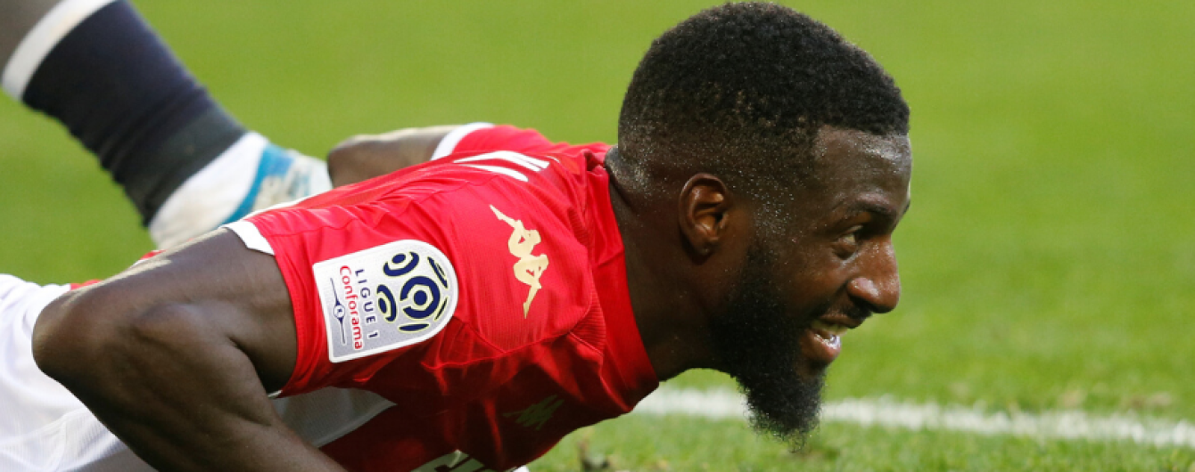 """Футболист """"Монако"""" забыл свой игровой номер и отправился на замену вместо одноклубника"""
