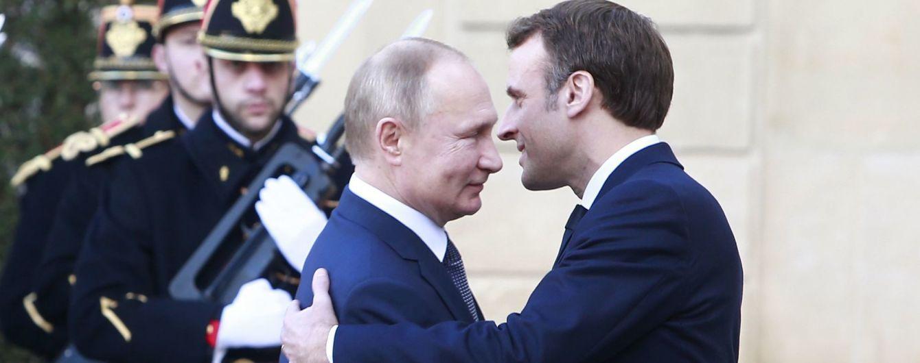 """""""Без всякой наивности"""". Макрон рассказал о причинах политического сближения с Путиным"""