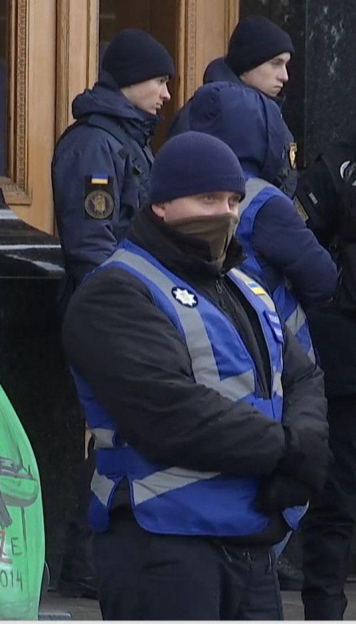 """""""Нічна варта на Банковій"""": мітингувальники чекають результатів """"нормандських перемовин"""""""