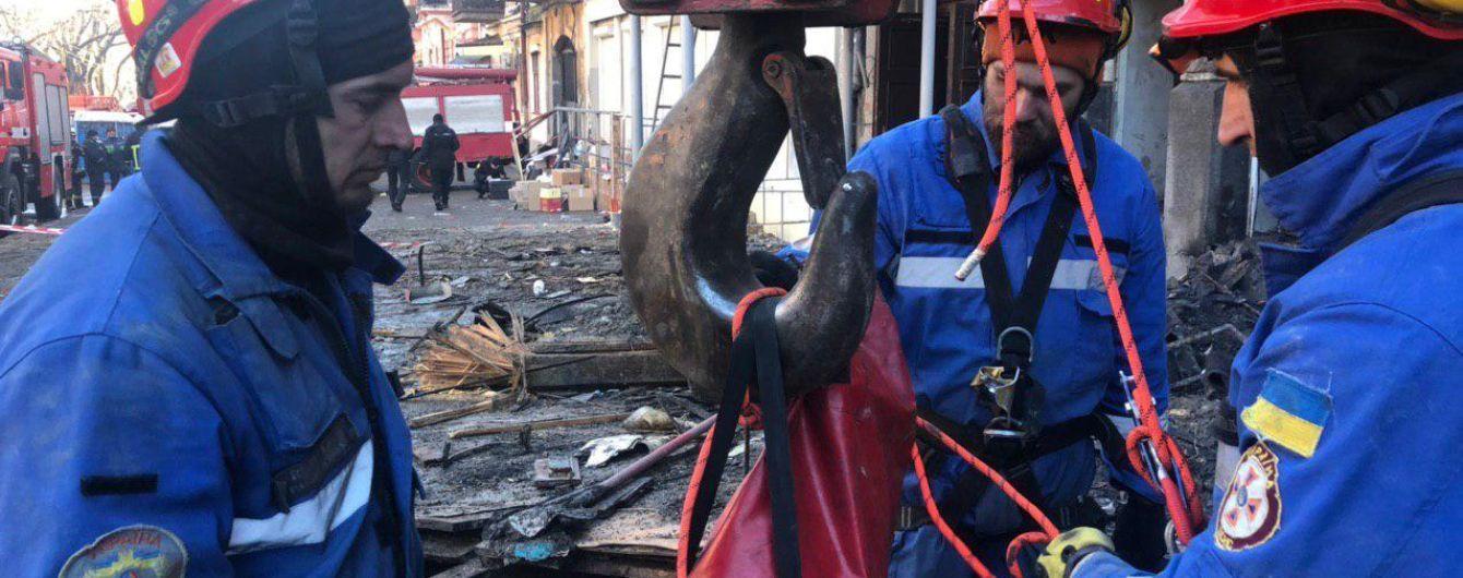 На месте пожара в Одессе до сих пор ищут погибших